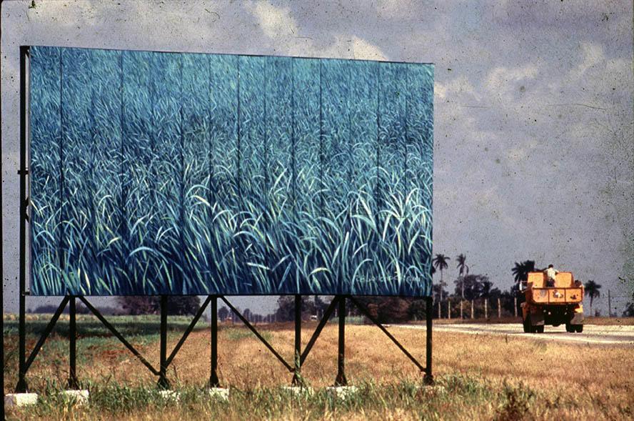Arte en la carretera, 1985. Valla realizada por Tomás Sánchez. Autopista Nacional Km 76,7, La Habana. Foto: José A. Figueroa. Cortesía Estudio Figueroa-Vives