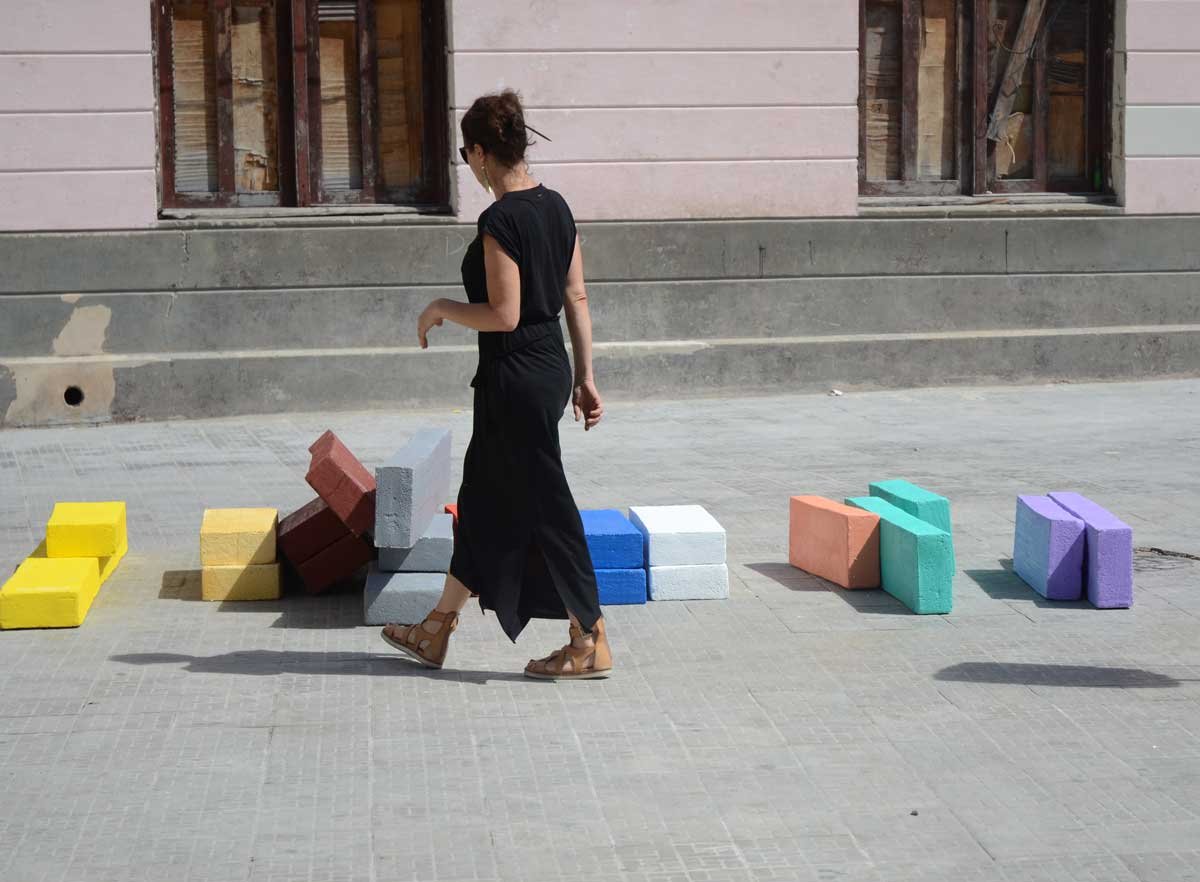 Arte lúdico en la Plaza del Cristo (Bienal Habana)