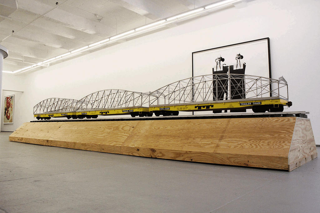 Alexandre Arrechea. Río. 2012. Acero inoxidable, aluminio, madera, papel para techado y pintura. 282 x 1778 x 373 cm.