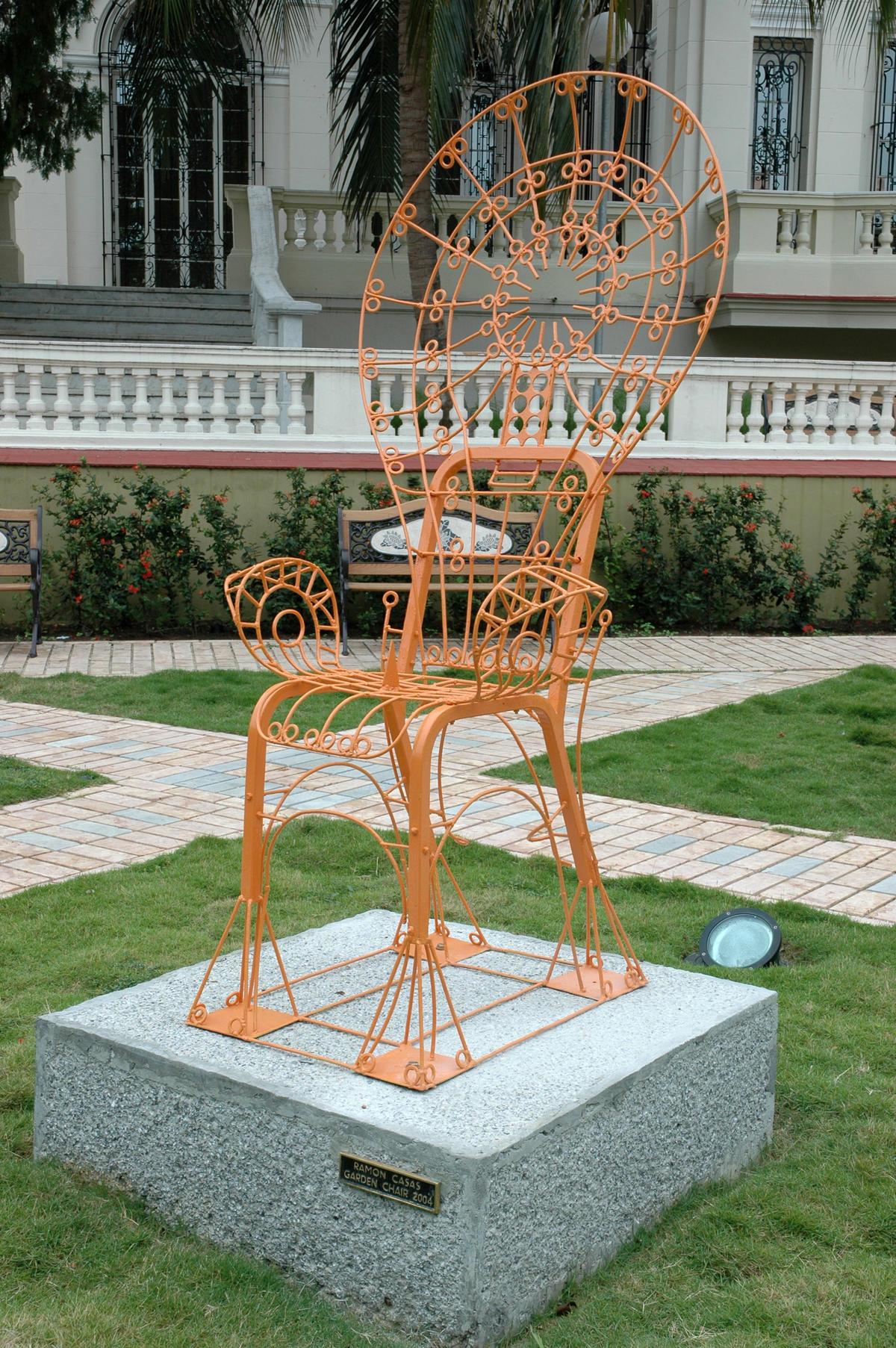 Ramón Casas. Garden Chair. 2004. Metal. Obra ubicada en la Biblioteca Museo Servando Cabrera Moreno, La Habana.