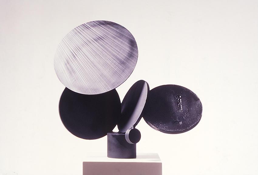 Tomás Oliva. Círculos. 1988. Hierro. Colección privada. Miami, Estados Unidos