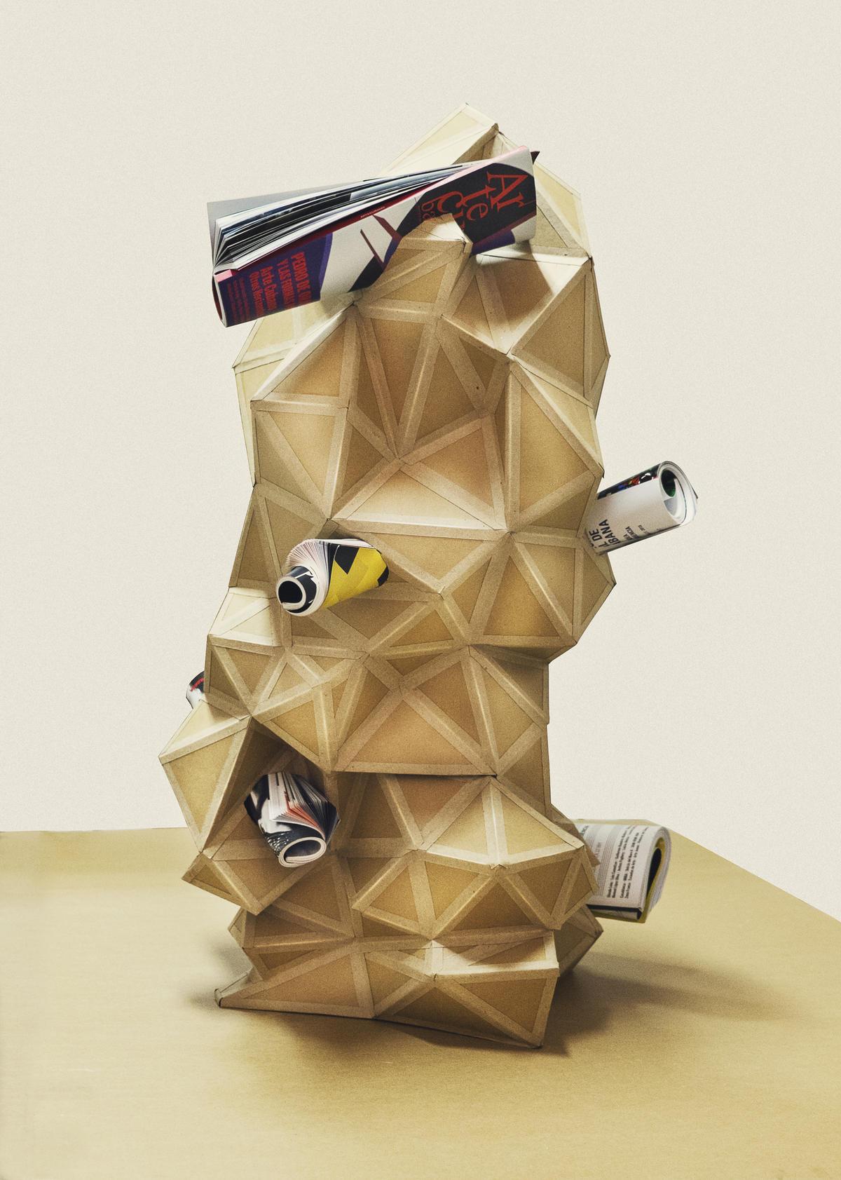 Decirte lo mismo con otras palabras. 2017. Cartón y revistas Artecubano. 95 x 50 x 50 cm.