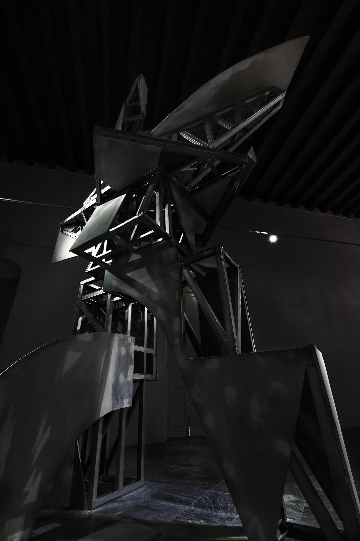 Monumento al hombre incompleto. 2018. Obra de su exposición en el Centro de Desarrollo de las Artes Visuales.