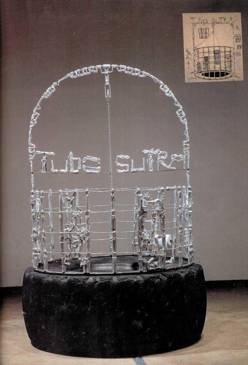 René Francisco. Pozo Tubosutra. 1999. Instalación: cadena, espejo, sonido de teléfonos, tubos de pasta dental y goma. 200 x 150 cm de diámetro. Colección de Arizona State University Art Museum.