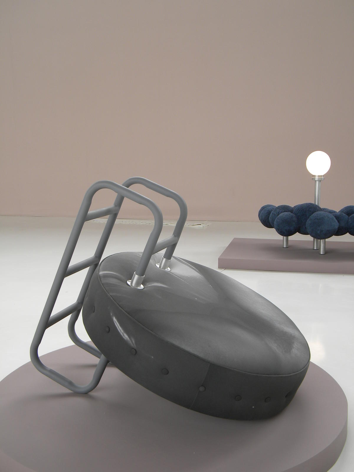 El origen del mundo. 2007. Madera, tela y metal. 120 x 100 x 130 cm.