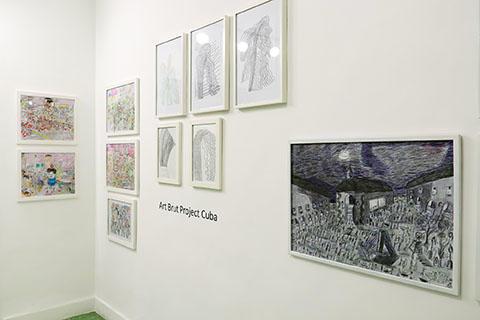 Vista de la exhibición Conectando Expresiones Espontáneas Vol. II. RIERA STUDIO, La Habana, 2019. Se muestra la obra de artistas de Art Brut Project Cuba.