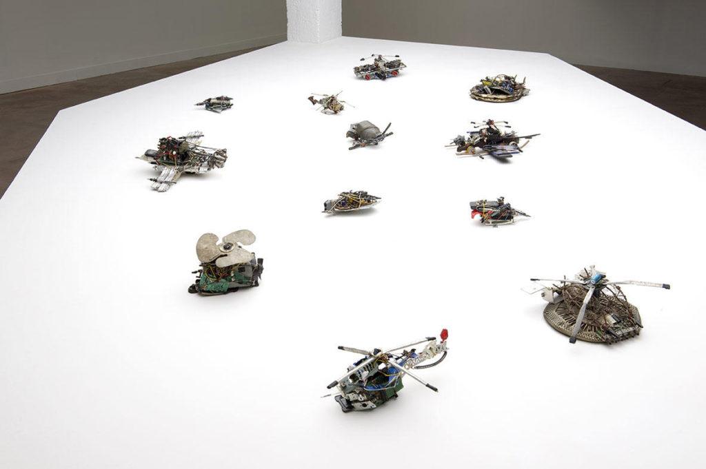 Instalación de esculturas del artista Damián Valdés Dilla pertenecientes a la Colección abcd/ Bruno Decharme (Francia). Exhibidas en la muestra L'envol. La Maison Rouge, París, Francia, 2018.