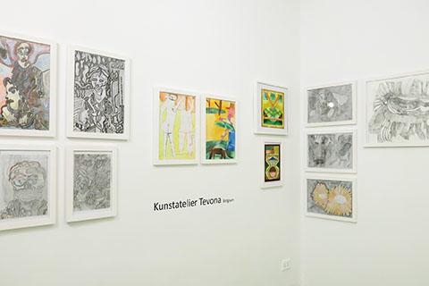 Vista de la exhibición Conectando Expresiones Espontáneas Vol. II. RIERA STUDIO, La Habana, 2019. Piezas de artistas invitados del Atelier Tevona (Hasselt, Bélgica).