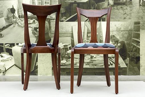 Dos ángulos de la silla Isabel, 1996. Diseño de Luis Ramírez. (En el contexto de la exposición Convergencias, Factoría Habana, 2018. Foto de Erick Coll).