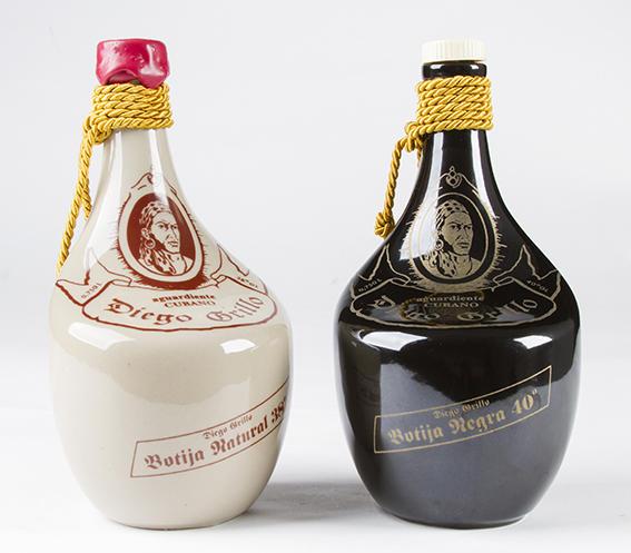 Botellas para el Aguardiente Diego Grillo, 1993. Diseño de Teresita Fernández.