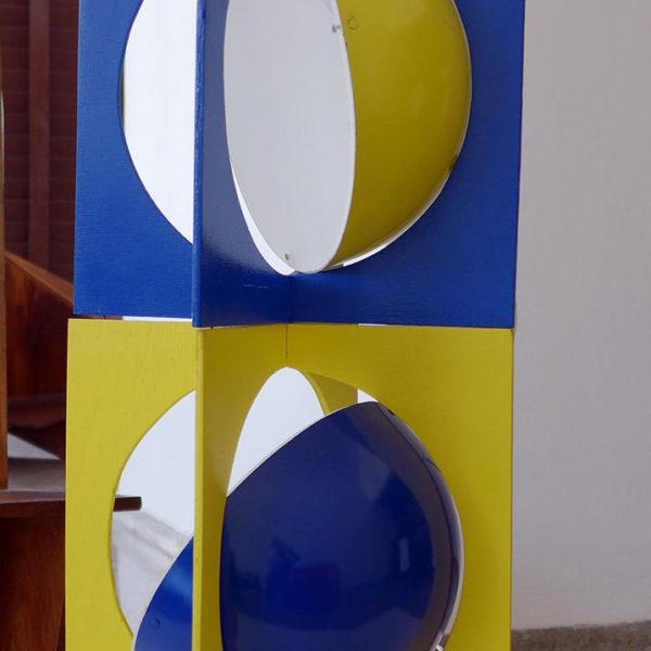Luminaria Esferas, 1970. Diseño de María Teresa Muñiz. (Exhibida además en 2017 en la exposición El museo de las máquinas).