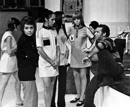 Diseños de vestuario de Fernando Ayuso para desfile de modas en el Taller Experimental de Diseño, La Habana, 1971.