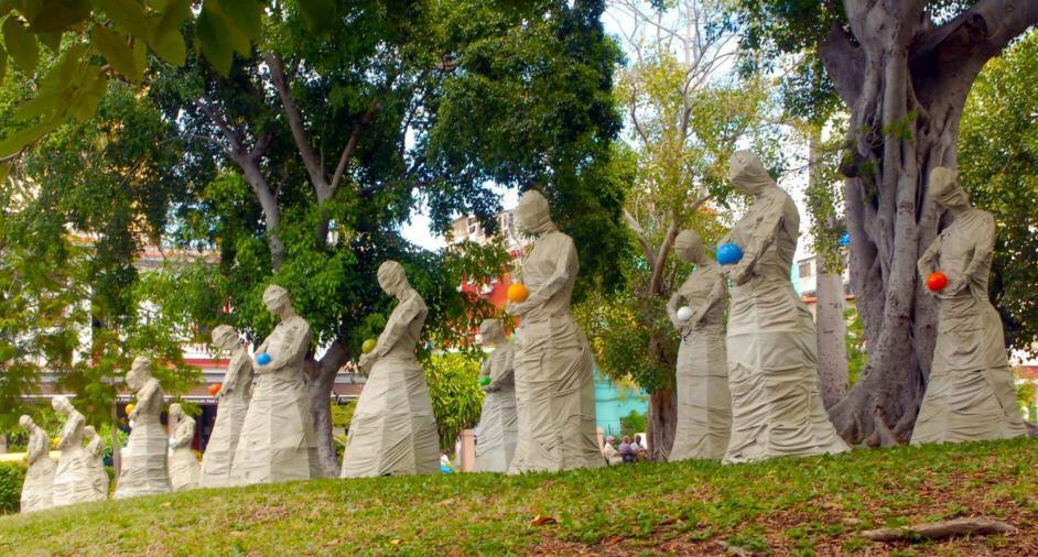Guerreros, 2019. Instalación ambiental expuesta en el parque Mariana, en 23 y D, Vedado, en el marco de la XIII Bienal de La Habana.