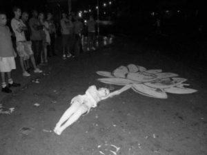 Regalo, 2014. Performance en la intersección de las calles 23 y L, Vedado. La Habana.