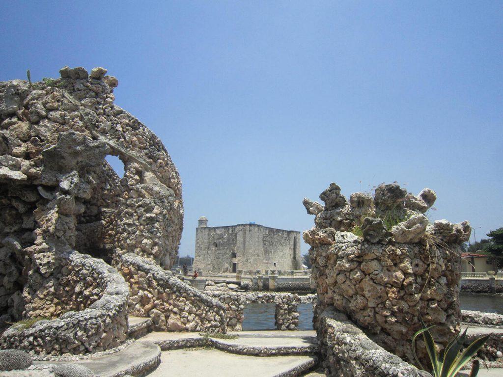 Figura 10. La vista inesperada: el Fuerte de La Chorrera desde los jardines del restaurante 1830. (Foto de Ángela Rojas, 2012).
