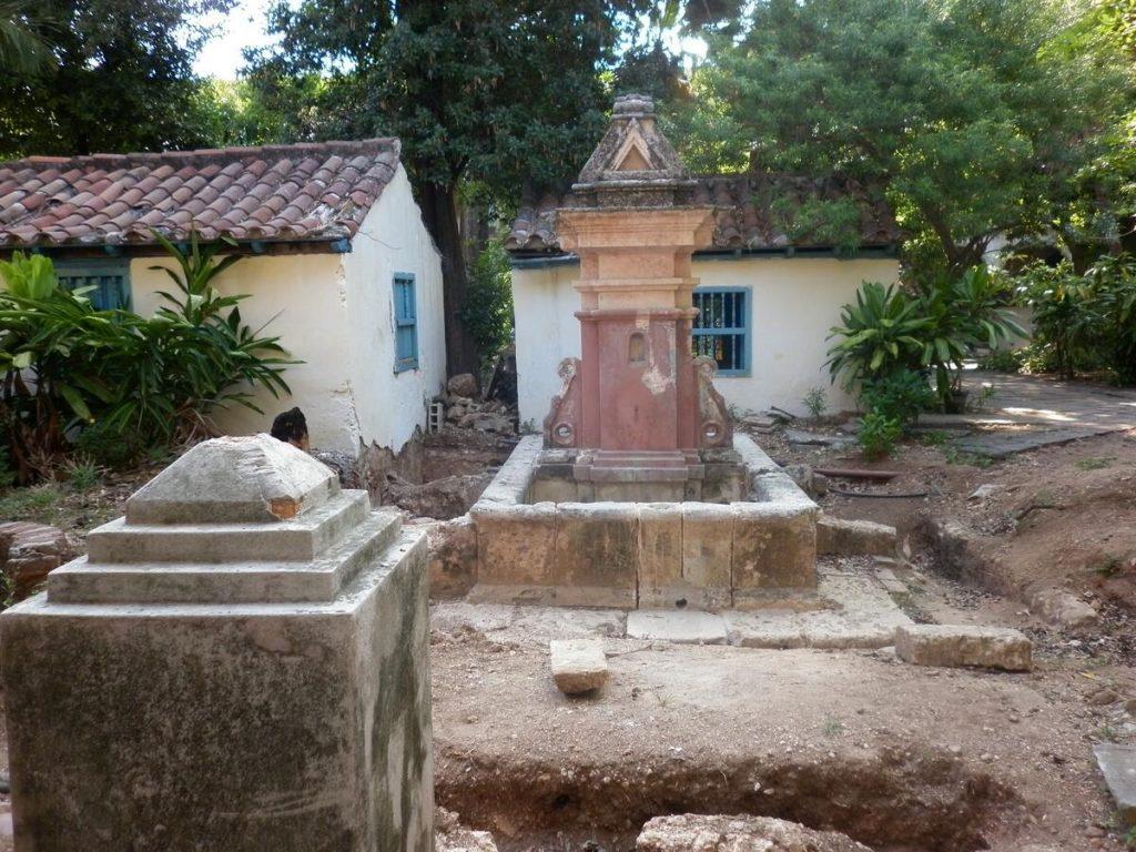 Fuente de la Samaritana, ubicada en una de las áreas al aire libre del antiguo Convento de Santa Clara, La Habana, 2011.