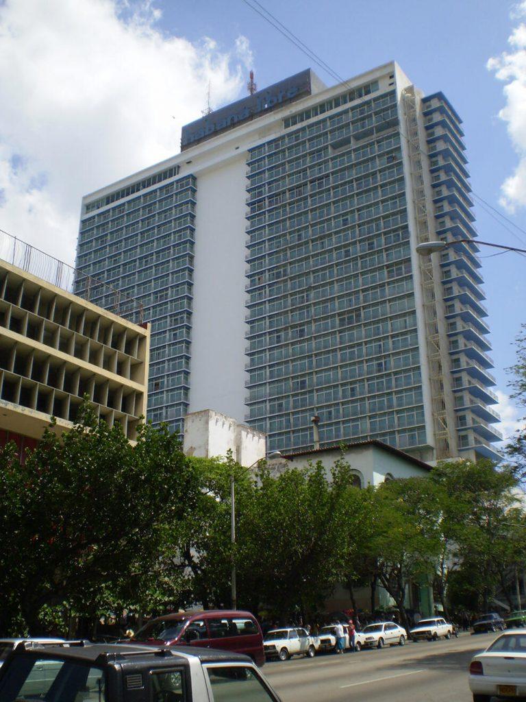 Figura 6. Hotel Habana Libre, el hito imprescindible de La Rampa. (Foto de Ángela Rojas, 2018).