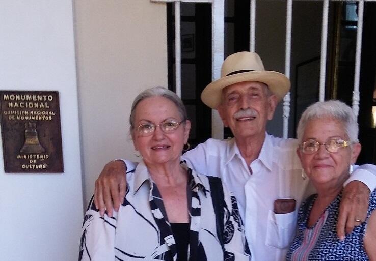 Isabel Rigol, Daniel Taboada y Ángela Rojas, La Habana, 2019, a propósito de la declaración como Monumento Nacional para la sede de la Fundación del Nuevo Cine Latinoamericano, antigua Quinta Santa Bárbara.