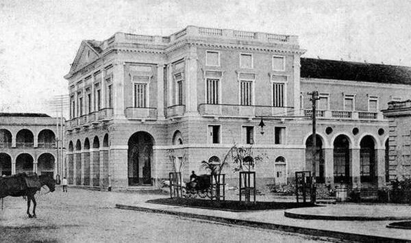 Figura 1. Teatro Sauto (1863). Plaza de la Vigía o de Colón, entonces Plaza fundacional de Armas, Matanzas. Fotografías cortesía de Daniel Taboada.