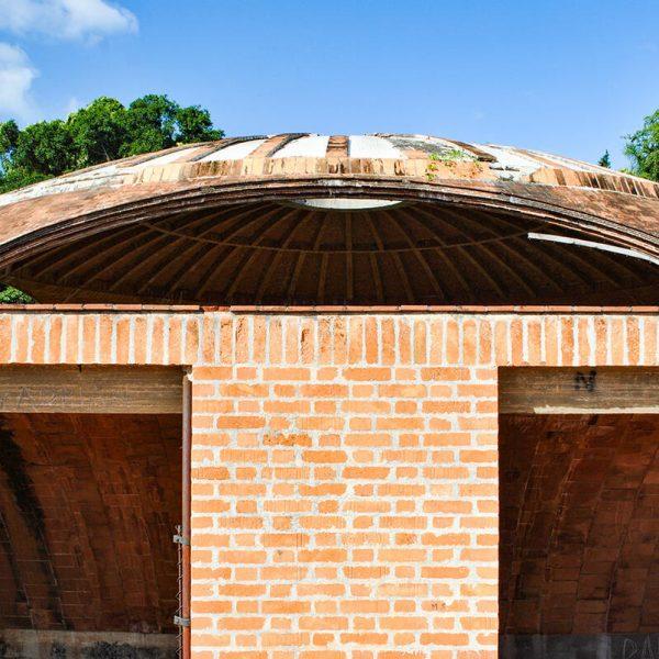 Detalle de composición de fachada: galería y aula de la Escuela de Ballet. (Foto: María Villar Choy).