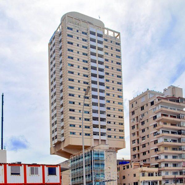 Edificio Inmobiliario Atlantic, El Vedado, La Habana. (Foto: Víctor Báez).
